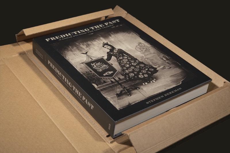 Essa exposição recebeu o nome de Predicting the Past: Zohar Studios, The Lost Years que pode ser traduzida livremente como Prevendo o passado: Os anos perdidos do Zohar Studios. Lá, você pode ver cerca de 30 fotografias diferente, grandes instalações, um armário de curiosidades e um livro que conta toda a história do Zohar Studios.