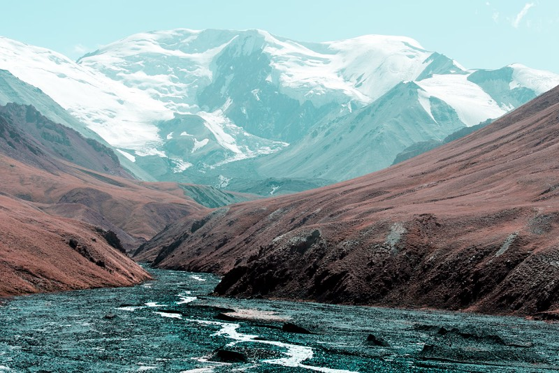 Para muitas pessoas, a Estrada do Pamir é considerada umas das jornadas mais épicas da Ásia Central e uma das trilhas mais épicas do mundo. Em 2019, o fotógrafo norueguês Øystein Sture Aspelund fez uma viagem de ida e volta na M41, como essa estrada é tecnicamente conhecida, e foi do Quirguistão até o Tajiquistão. As fotografias que você vai ver são desse longo passeio.