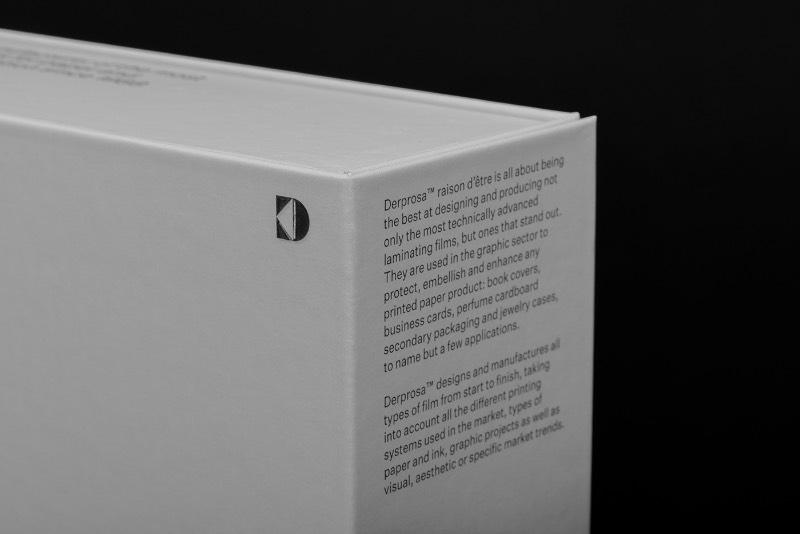 Trabalhando em cima desse lado modular, o pessoal da Plácida acabou criando um sistema visual flexível que pudesse ser utilizado no catálogo de produtos da Derprosa. Essa identidade visual é repleta de cores e formas diferentes, o que acaba conferindo um aspecto único a cada um dos produtos da empresa. Além disso, a identidade visual é flexível o suficiente para que novas formas sejam criadas para novos produtos. Mantendo assim uma identidade visual baseada na codificação única de cada produto que evolui de um contexto maior.