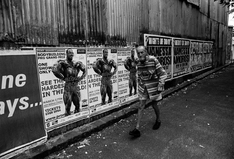Quando Jesse Marlow estava estudando fotografia, seu professor de fotojornalismo sempre mandava seus alunos para a rua com um briefing aberto e com a tarefa simples e observar o mundo ao seu redor. Essas caminhadas fotográficas tinham o objetivo de abrir a mente dos alunos para explorar a cidade de forma visual.