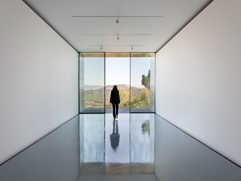 A Richard Rogers Drawing Gallery é uma construção retangular de 120m², completamente opaca, a galeria foi projetada dessa forma para concentrar o olho do visitante para as obras que serão expostas por lá.