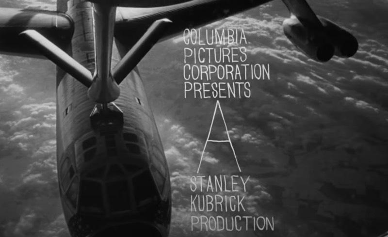 Nascido em Cuba, Pablo Ferro (1935 – 2018) foi um designer gráfico que trabalhou muito com o design de títulos de filmes, aqueles nomes de atores e atrizes que aparecem antes dos filmes começarem. Entre seus trabalhos mais importantes estão os títulos para filmes como The Thomas Crown Affair, Bullitt, The Addams Family, Men In Black e Dr. Strangelove, como tomei conhecimento de seu trabalho há alguns anos.